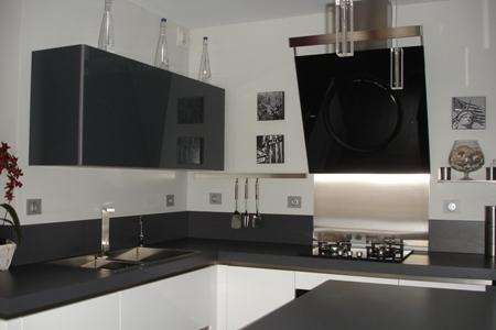 cuisine laque blanc brillant et gris verres laque4 - Cuisine Grise Et Blanc