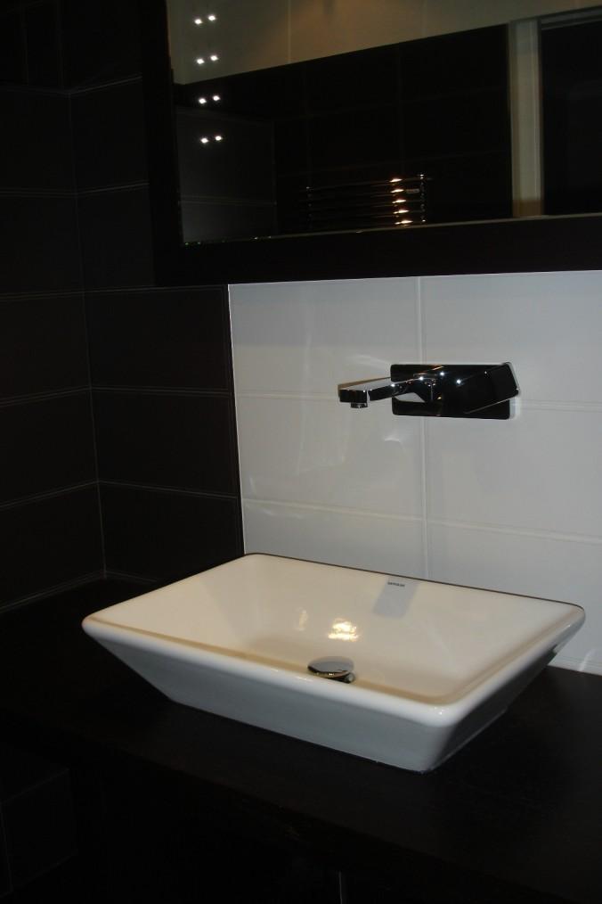 Miroir avec l des sadeco le sp cialiste en cuisines et - Specialiste salle de bain ...